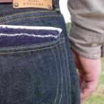 タオルハンカチ派の夫にポケットが膨らまないタオルハンカチをプレゼントしたよ。